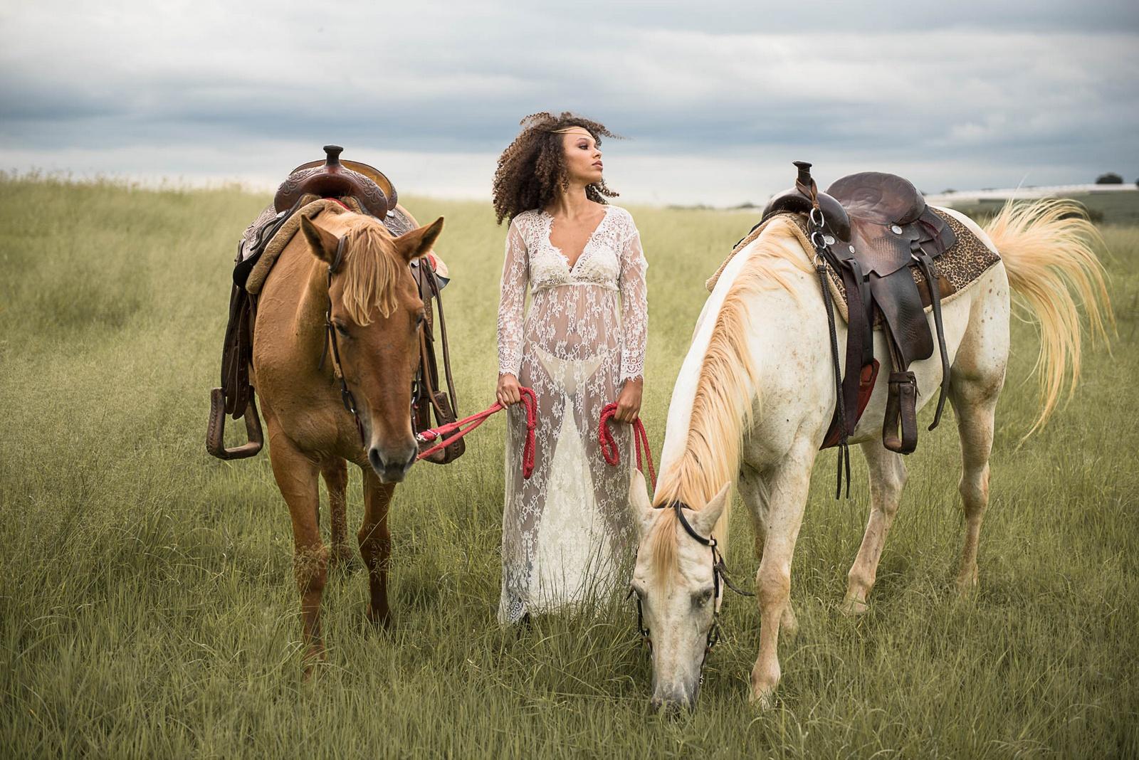 Ensaio fotográfico com cavalos nos campos de Holambra
